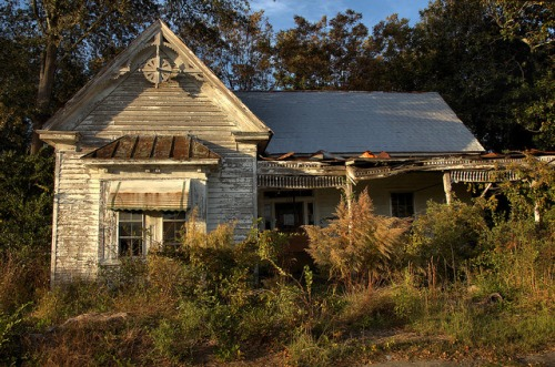 Folk Victorian Architecture Abandoned House Toccoa GA Stephens County Photo Copyright Brian Brown Vanishing North Georgia USA 2014