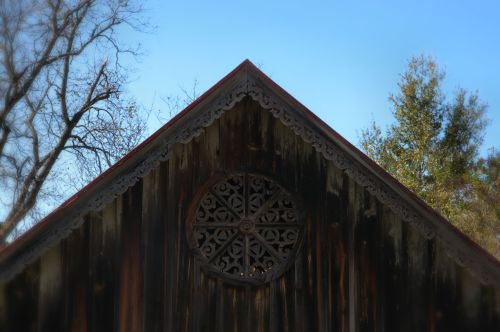 Graves Barn Scrollwork Gothic Wheel Vent Sparta GA Photograph Copyright Brian Brown Vanishing North Georgia USA 2014