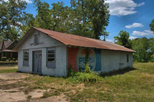 harris city ga grocery store pepsi mural photograph copyright brian brown vanishing north georgia usa 2016