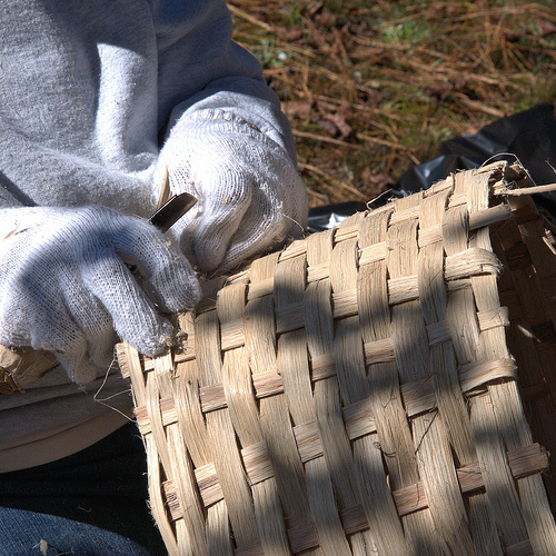 louise-brown-making-a-traditional-white-oak-basket-folklife-lost-art-photograph-copyright-brian-brown-vanishing-north-georgia-usa-2013