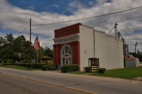 shady dale ga bank post office city hall photograph copyright brian brown vanishing north georgia usa 2016