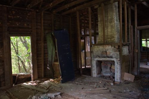 newton-county-ga-abandone-farmhouse-chimney-photograph-copyright-brian-brown-vanishing-north-georgia-usa-2016