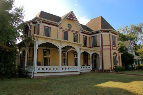 barnesville-ga-victorian-house-photograph-copyright-brian-brown-vanishing-north-georgia-usa-2016