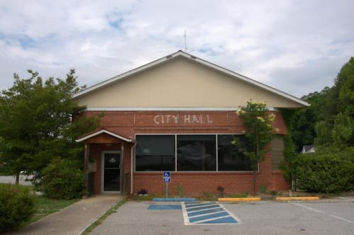 clayton-ga-old-city-hall-photograph-copyright-brian-brown-vanishing-north-georgia-usa-2016