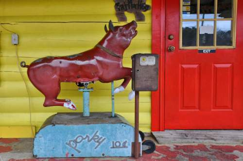 col-pooles-bar-b-q-ellijay-porky-childrens-ride-photograph-copyright-brian-brown-vanishing-north-georgia-usa-2017