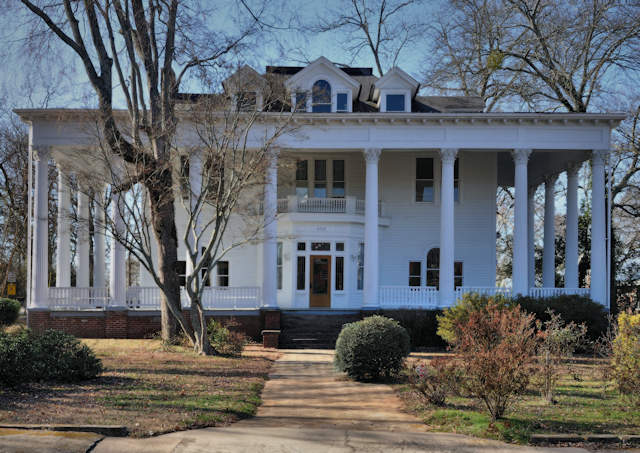 Commerce Ga The White Columns Neoclassical Revival Mansion
