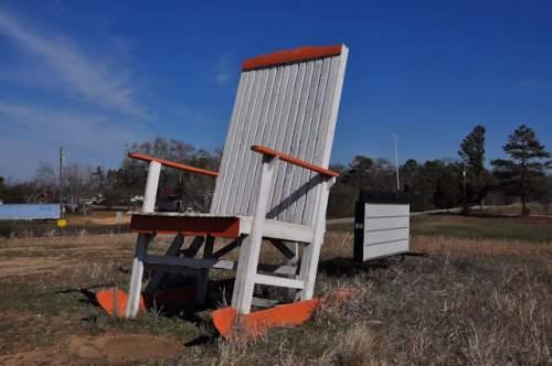 hall-county-ga-giant-rocking-chair-lula-photograph-copyright-brian-brown-vanishing-north-georgia-usa-2017