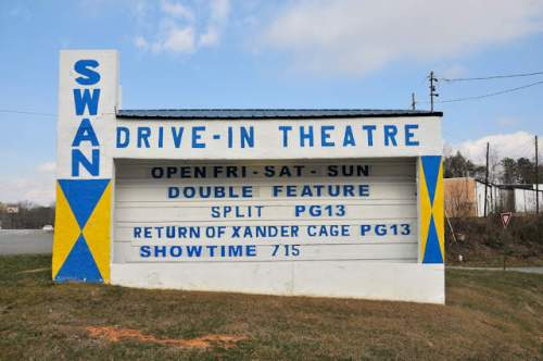 historic-swan-drive-in-theatre-blue-ridge-ga-photograph-copyright-brian-brown-vanishing-north-georgia-usa-2017