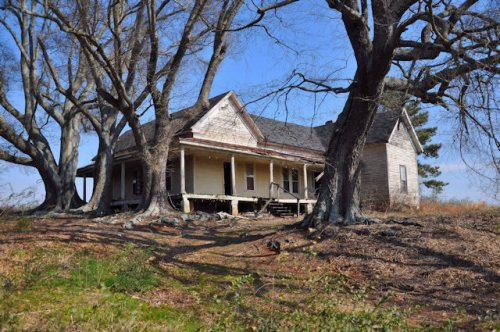 madison-county-ga-farmhouse-oak-trees-photograph-copyright-brian-brown-vanishing-north-georgia-usa-2017