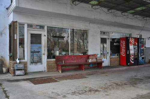 morganton-ga-service-station-bench-photograph-copyright-brian-brown-vanishing-north-georgia-usa-2017