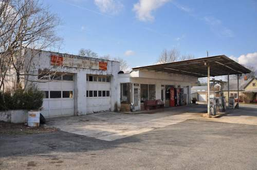 morganton-ga-service-station-photograph-copyright-brian-brown-vanishing-north-georgia-usa-2017