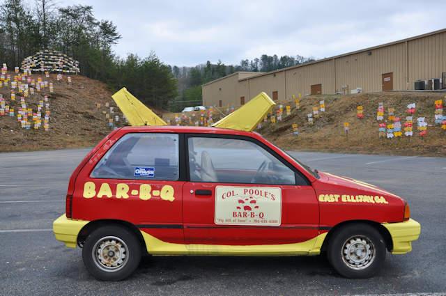 pooles-barbq-ellijay-ga-crazy-car-photograph-copyright-brian-brown-vanishing-north-georgia-usa-2017
