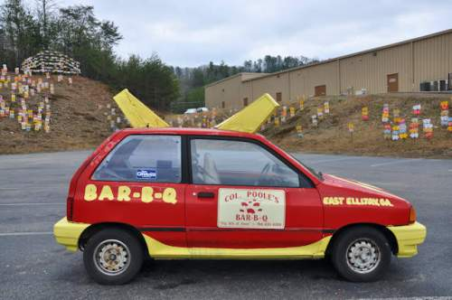 pooles-barbq-ellijay-ga-crazy-car-photograph-copyright-brian-brown-vanishing-north-georgia-usa-2017