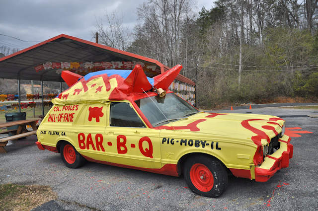 pooles-barbq-ellijay-ga-pig-moby-il-mobile-crazy-car-photograph-copyright-brian-brown-vanishing-north-georgia-usa-2017