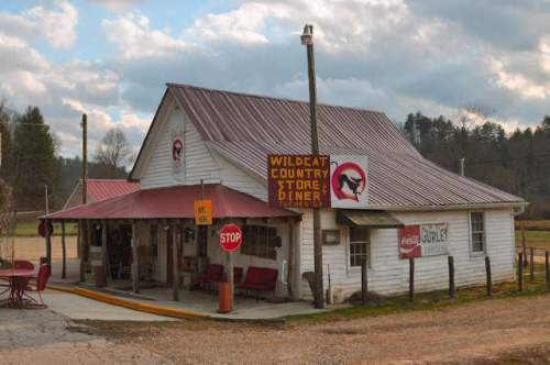 suches-ga-w-c-gurley-groceries-photograph-copyright-brian-brown-vanishing-north-georgia-usa-2017